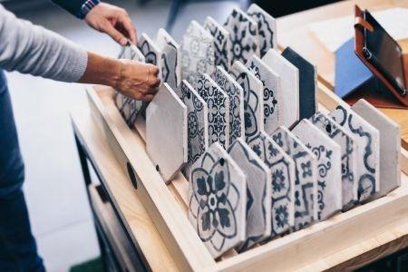 在家里创造性地使用瓷砖的方法