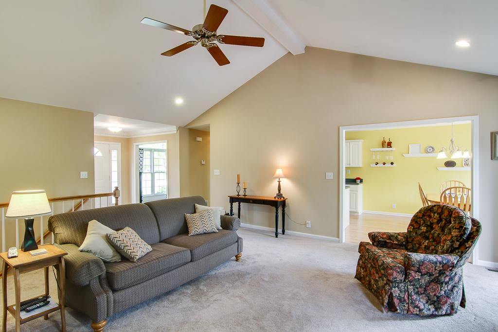 1309 Nightingale Lane Goshen, KY Living Room