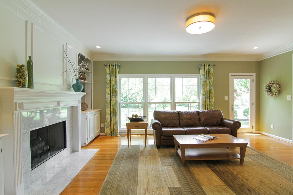 7006 Rock Hill Prospect, KY Living Room