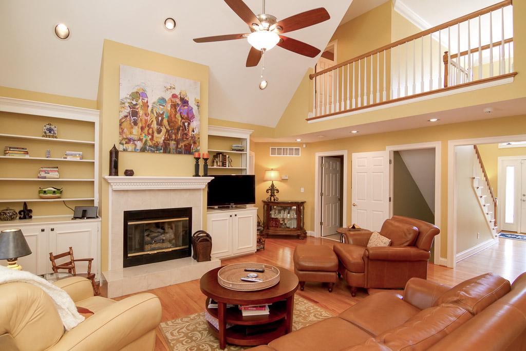 7904 Hall Farm Louisville, KY Living Room
