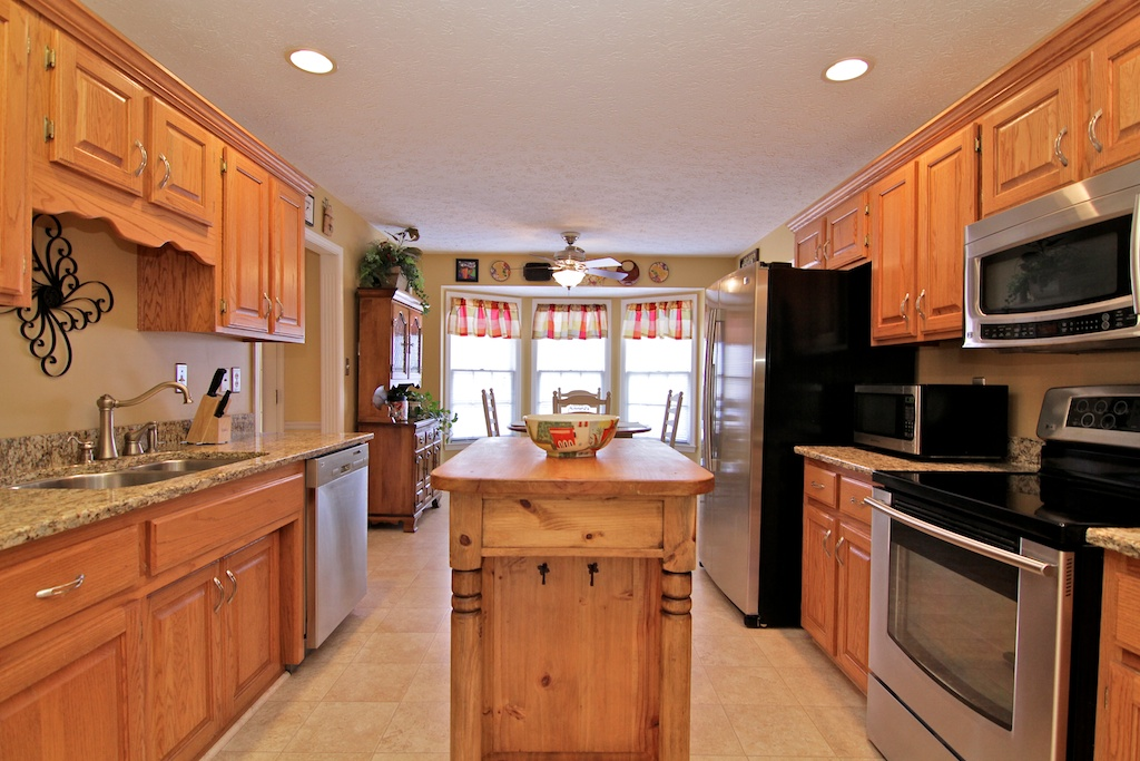 8502 Hurstbourne Woods Louisville, KY Kitchen