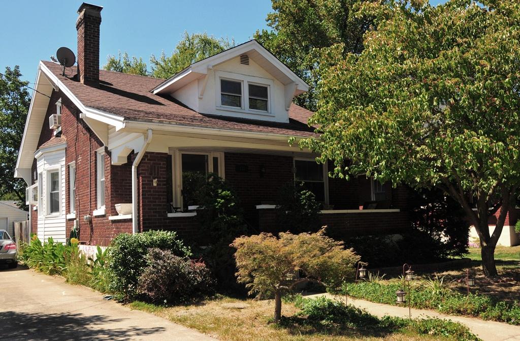 122 Fairlawn Rd.  St. Matthews, KY 40207