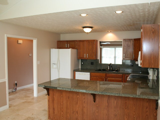 4652 Shenandoah Louisville KY kitchen
