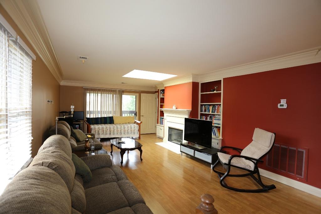3624 Hurstbourne Ridge living room