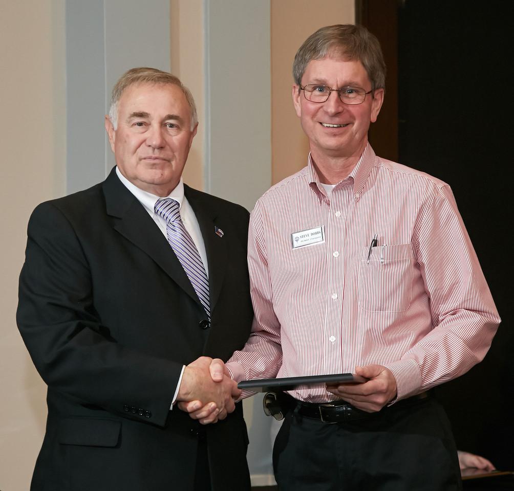 Steve Dobbs accepting Platinum award at RE/MAX meeting