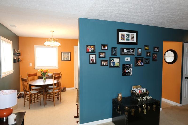 Living room of 6208 Yellow Pine
