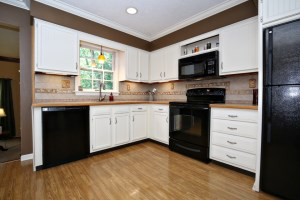 1102 Cliffwood Dr Kitchen