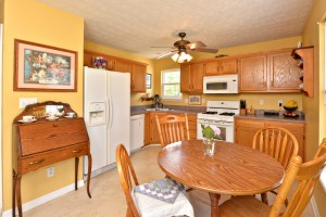 11309 Sullivan Ct Eat In Kitchen