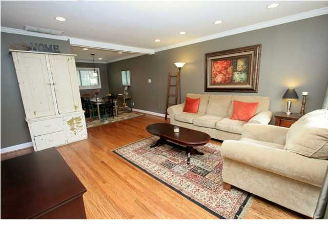 404 Scarsdale Rd. Louisville, Ky. 40243 Living Room