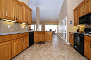 4425 Mansfield Estates Dr Kitchen