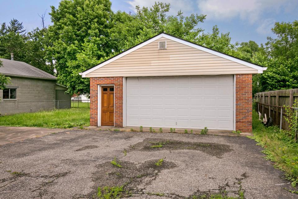 Garage of 4923 Lagoona Drive