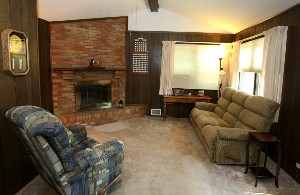 6009 Applegate Ln Family Room