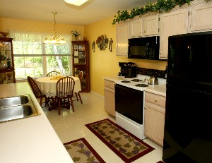6417 Tradesmill Dr Kitchen