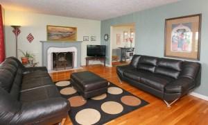 7510 Manslick Rd Living Room