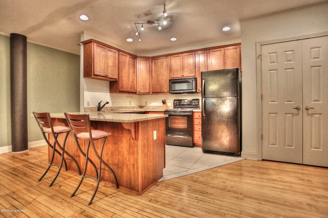 133 S 3rd St 207 Louisville, KY 40202 Kitchen