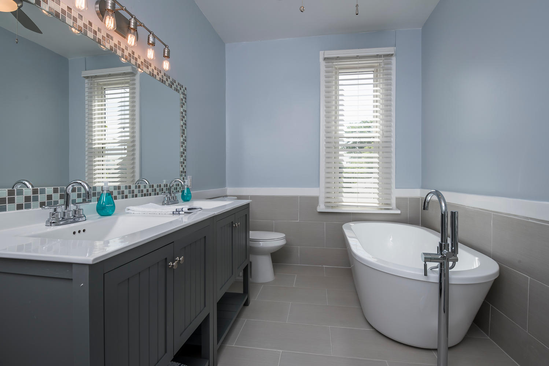 1637 Gaylord bathroom