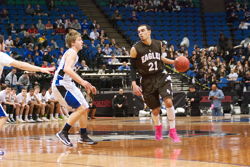 Tyus Jones playing for Apple Valley last year.