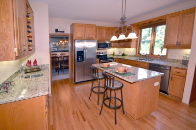 891_oak_court_mls_hid817087_roomkitchen_400