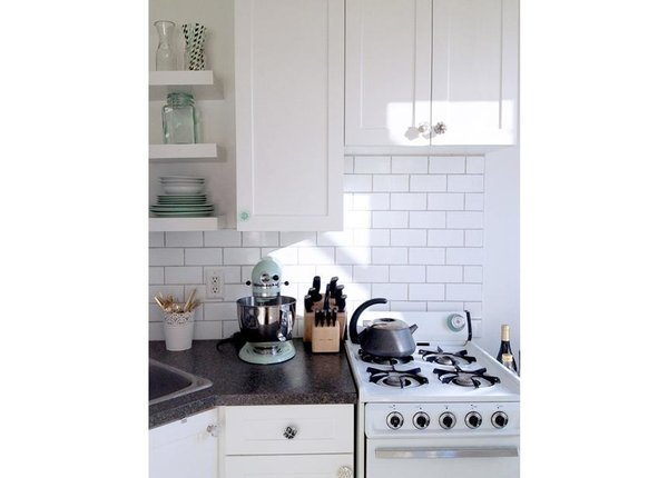 Glass knobs spice up a classic kitchen design