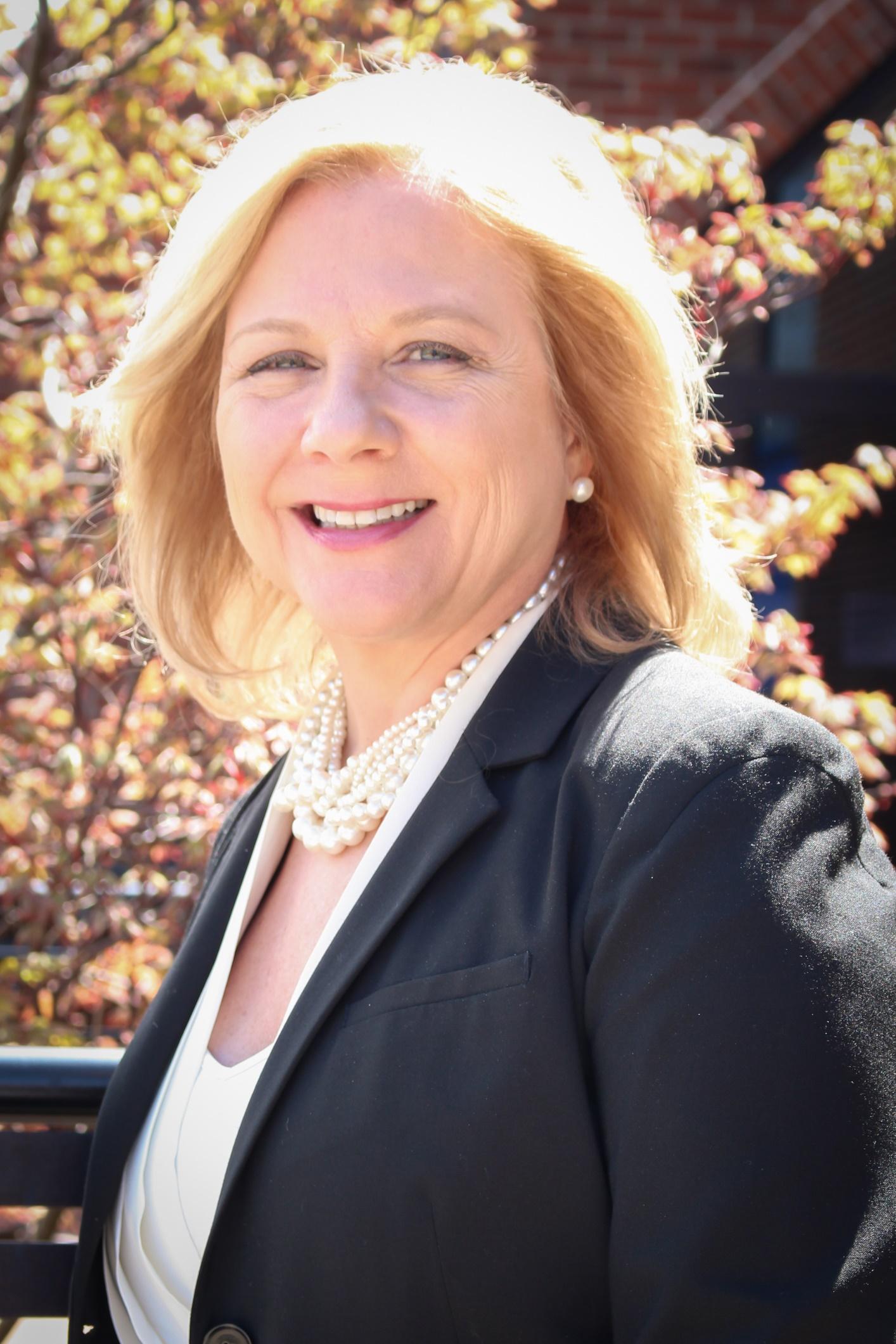 Becky Lusch, Team Leader