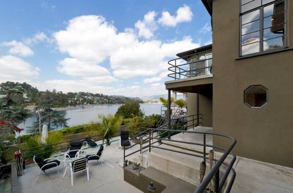 1957 rockford Rd Silver lake Streamline Moderne has views of the Silver Lake Reservoir