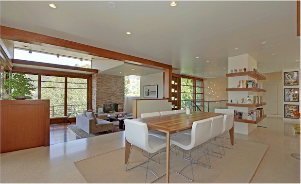 2800 GLENDOWER in the Los Feliz hills offers cool lines and open spaces