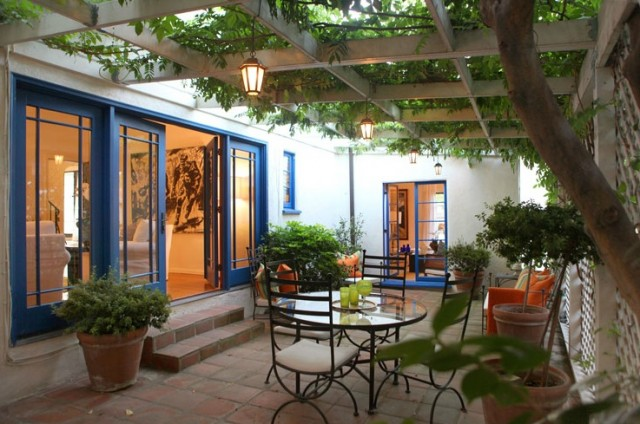 3456 Ben Lomond in Los Feliz has a lovely patio attached to the den