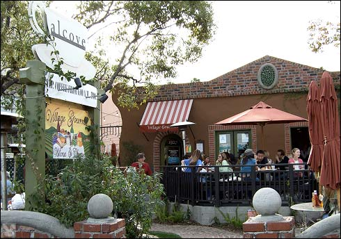 Big Bar at Alcove in Los Feliz has great outdoor patio space