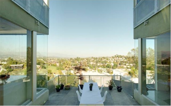 outdoor courtyard with great views of the San Gabriel Mountains