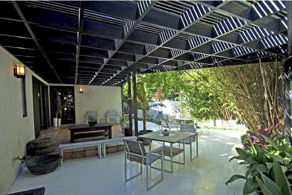indoor outdoor flow in Franklin Hills classic
