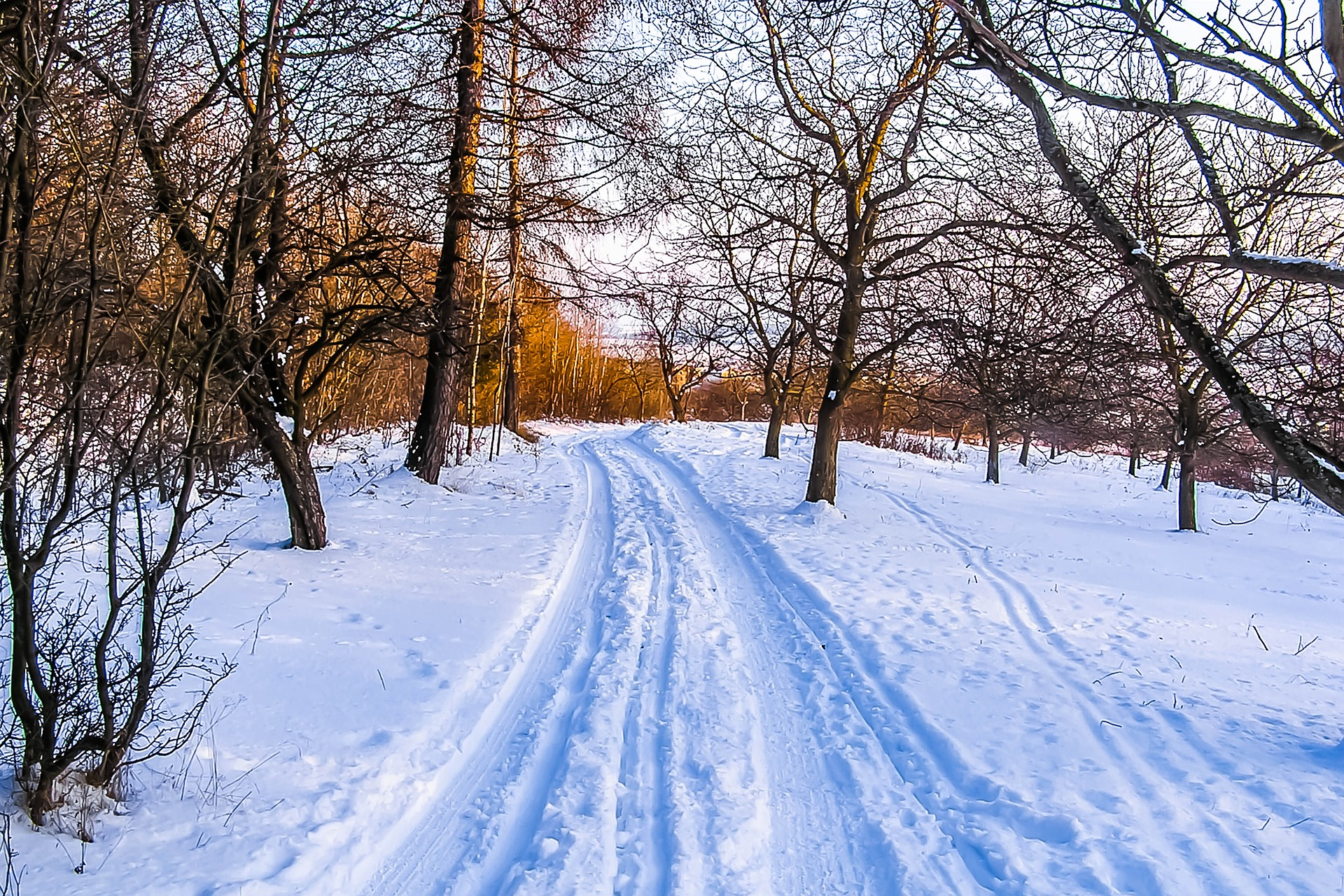 snowy road as an example of what you should avoid when trying to sell your home in the winter.