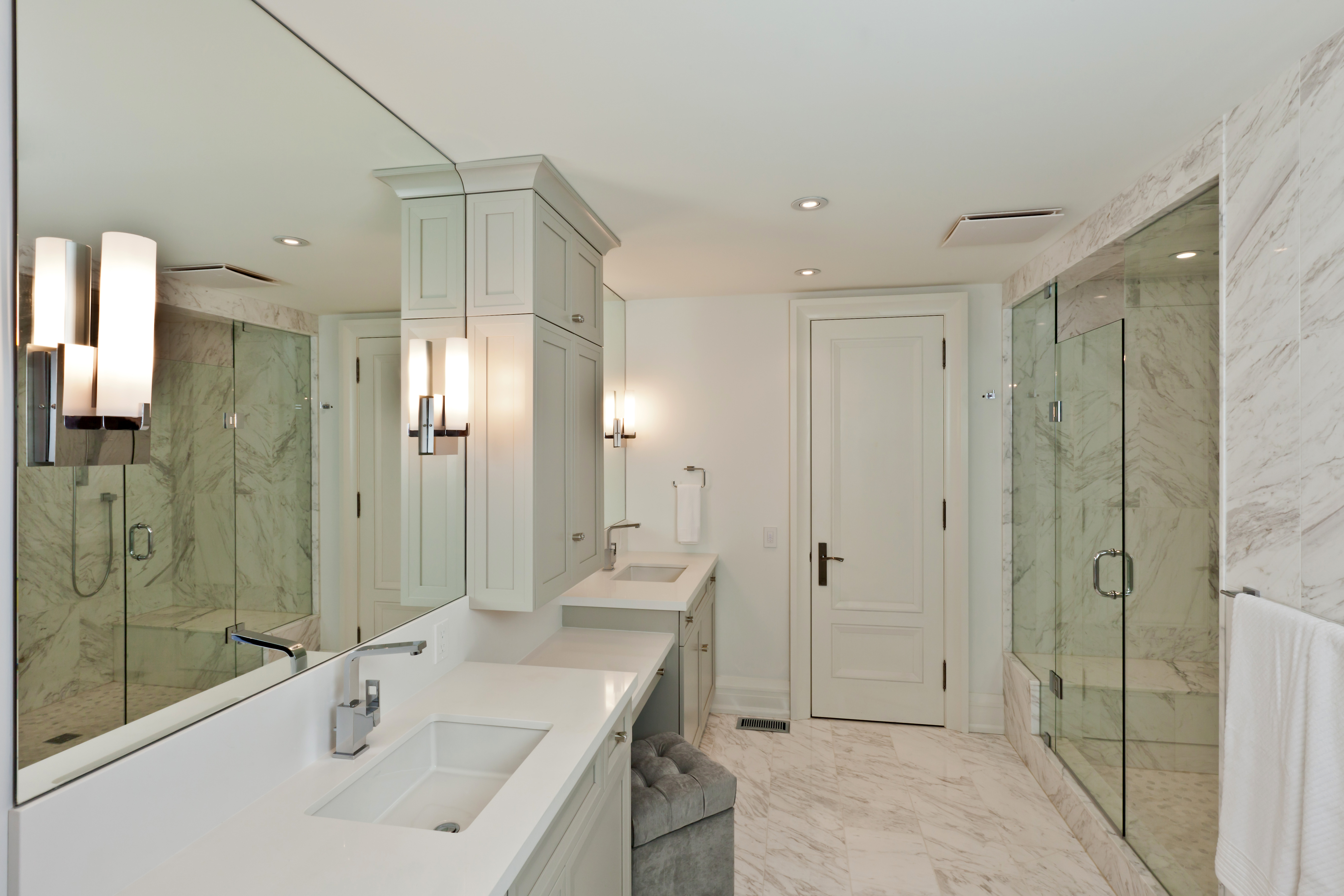 Picture of a nicely staged bathroom as an example of a tip for selling your home in the winter