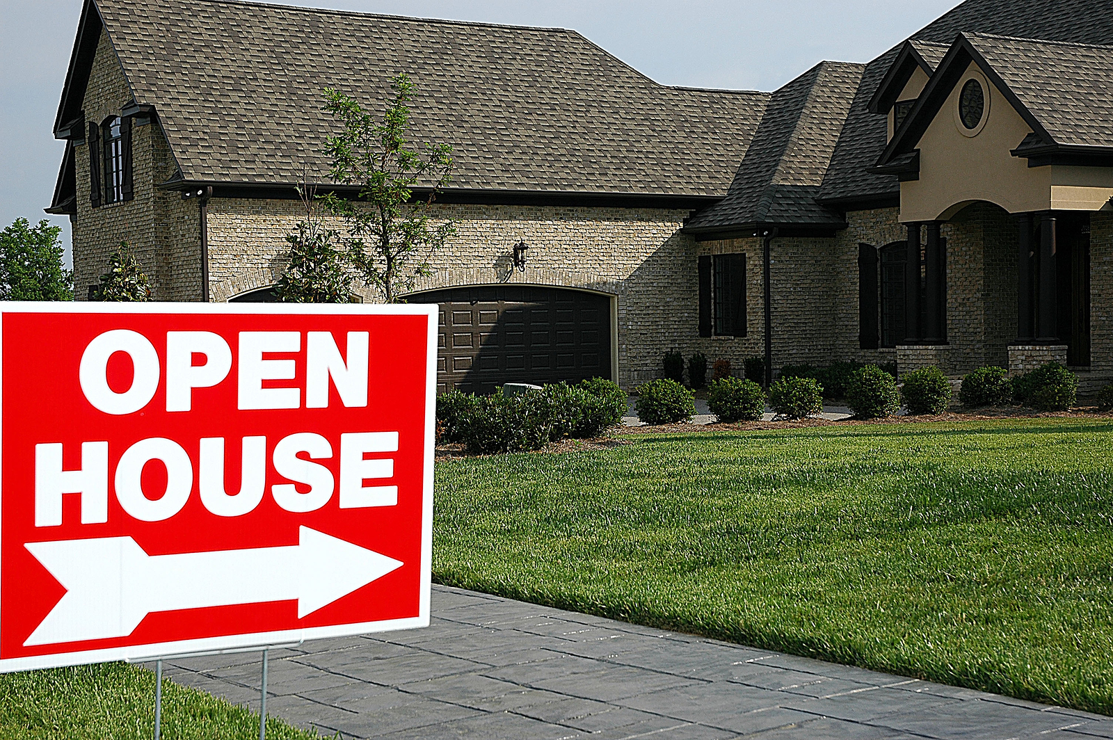 house with sign for open house