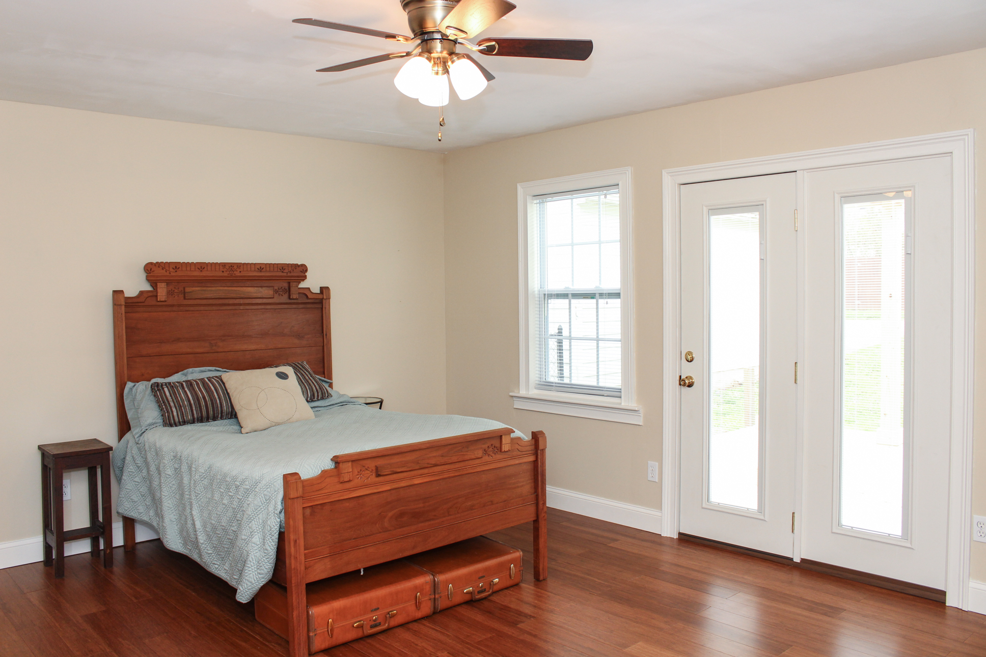 Landor Ave Master Suite