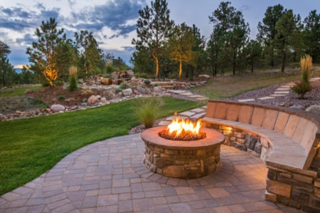 How to Construct an Outdoor Living Space