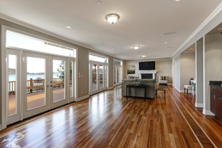 The Pros & Cons of Laminate and Hardwood