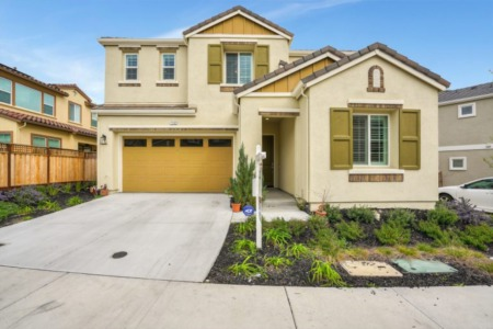 Almost NEW Dublin Home w/Lovely Upgrades & Downstairs Bed & Bath!