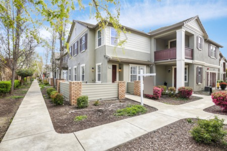 Rare 2 Story, Corner Unit Townhouse-Style Condo in Windemere, San Ramon!
