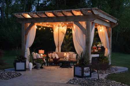 4 Creative Renovation Ideas for Your Backyard Patio