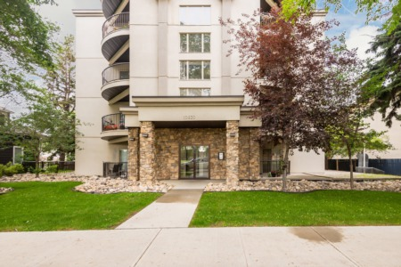JUST LISTED! 2 bdrm/2 bath Unit in Queen Alexandra!