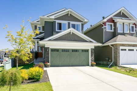 JUST LISTED. Beautiful Single Family Home, Glenridding Neighbourhood. Over 2,000 Sq.Ft. of Finished Living Space.