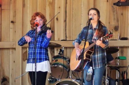 Arianna & Anna at Parlour Jeffersonville