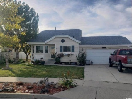 BACK ON MARKET: Adorable Magna Home - Priced To Sell!