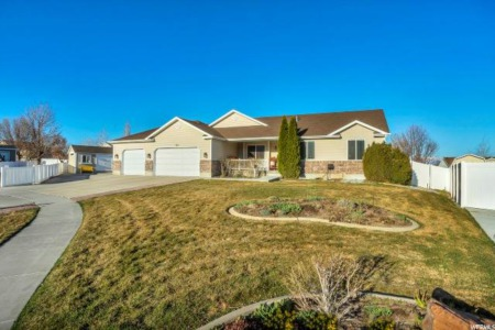 New Listing with Virtual Tour! 3,800+ Sq Ft in Tooele!