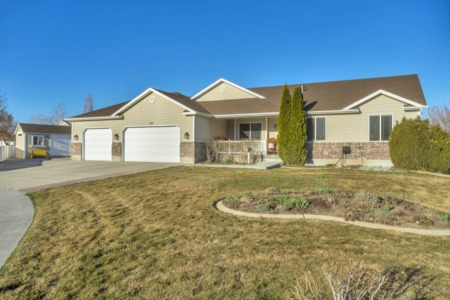 PRICE REDUCED! 3,800 Square Feet in Tooele. Immaculate!