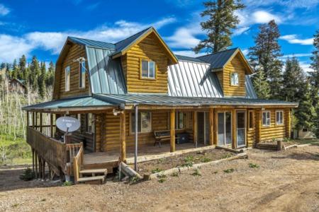 Take a virtual tour of this fantastic cabin in Wanship!