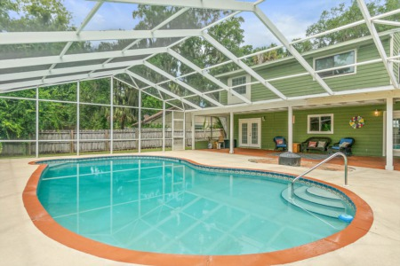 How Swimming Pools Affect Home Values