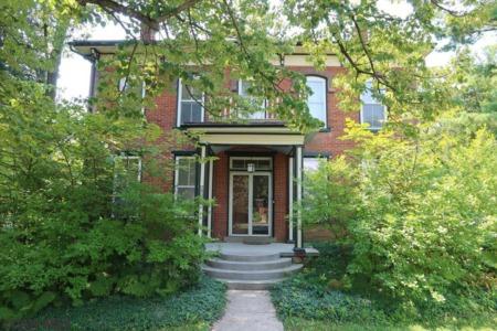 315 N Pennsylvania Avenue - Centre Hall