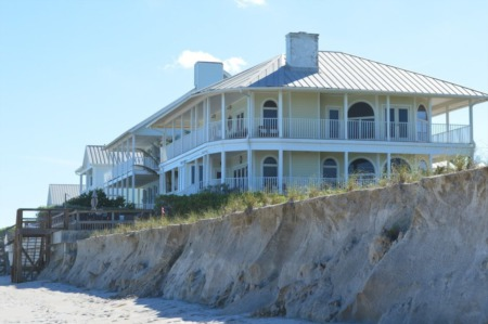 Selling A Vacation Home? What You Need To Know About Selling a Second Home