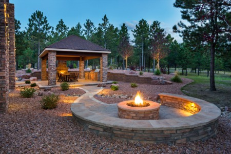How to Construct a Relaxing and Attractive Outdoor Living Area